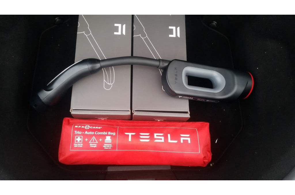 CHAdeMO адаптер Tesla