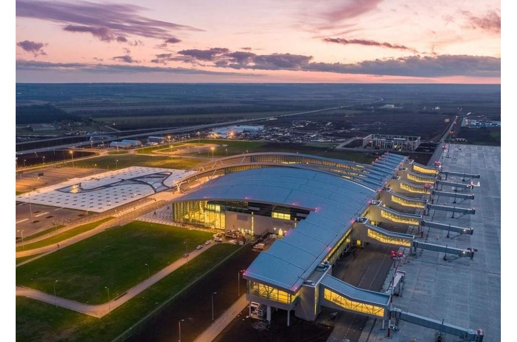 Поездка Tesla Model S в аэропорт Платов из Батайска.